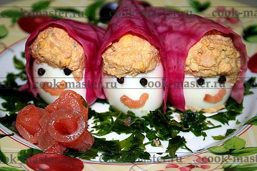 Яйца-матрешки с лососем