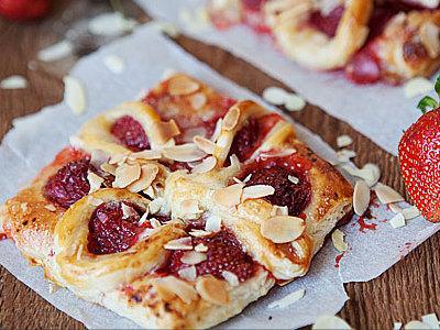 Пирог с клубникой слоеное тесто рецепт